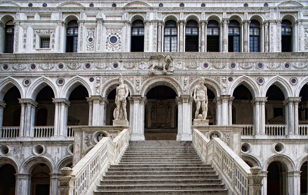 La Scala dei Giganti del Palazzo Ducale